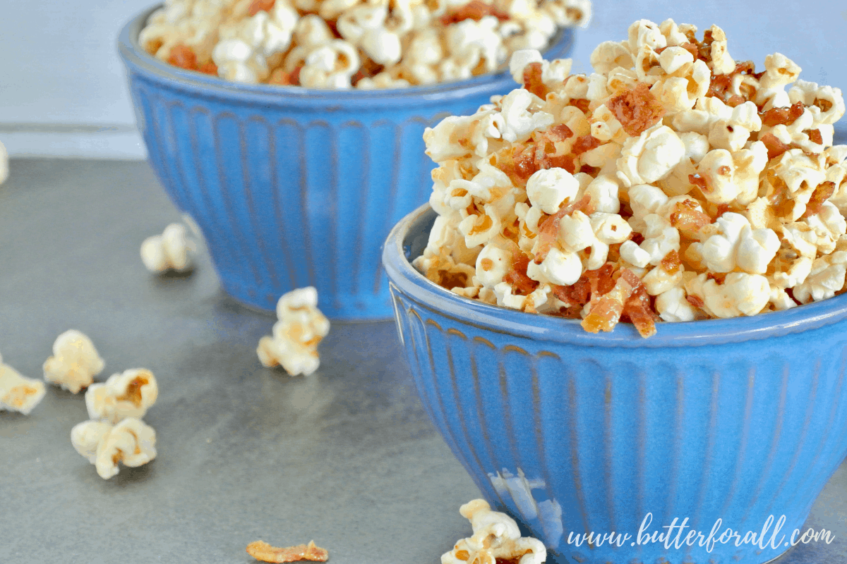 This light a fluffy Maple Bacon Caramel Corn has the perfect balance of sweet and salty. #realfood #popcorn #coconutoil #bacon #maple #caramel #sweetandsalty #sweetandsavory #baconforlife #healthyfats #moviesnacks