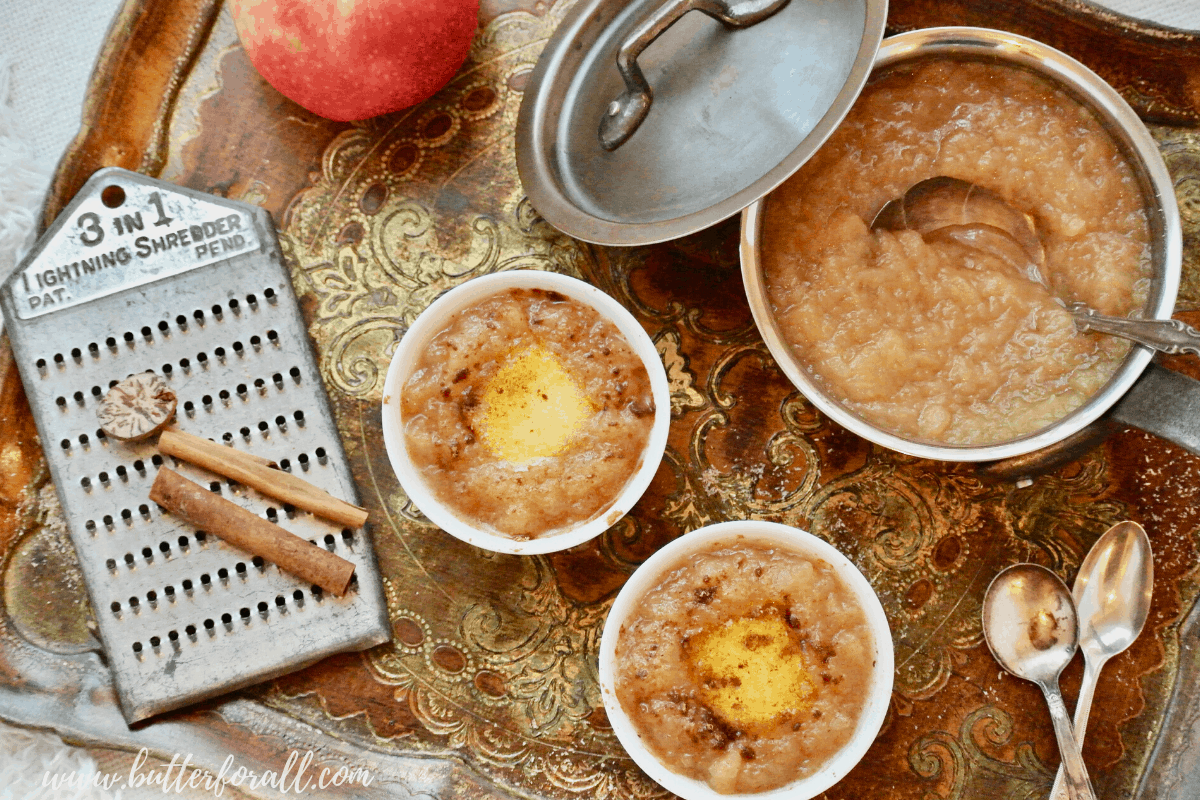 Hot Buttered Apple Sauce – with Cinnamon and Nutmeg